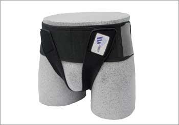 クロスベルト:臀部から股下を通しソケイ部にあて、圧迫。